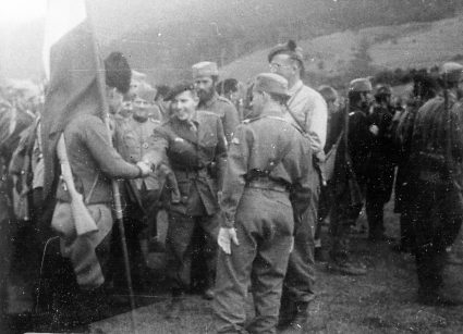 Maj Greenlees (S.O.E.) and Captain Mansfield (O.S.S.) visit a JVuO unit somewhere in Serbia (IWM, London, photographic collection, 8912-19)
