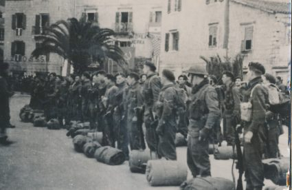 British military detachment in Komiža, on Vis, February 1944. (Military Museum, Belgrade, Collection of photographs, 14349)