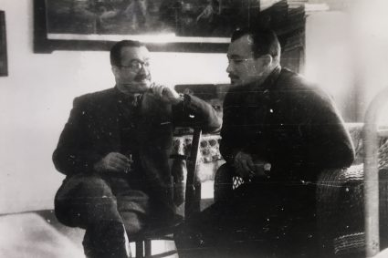 Colonel William Bailey and Major Bill Hudson in conversation shortly after the former's arrival in Serbia on 25th December 1942. (IWM, London, Documents archive, 12691)