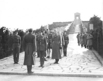 Field Marshal Alexander is received at Avala at the Memorial to the Unknown Soldier. (IWM, London, photographic archive, NA22559)