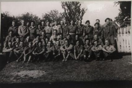 Официри Британске војне мисије код Михаиловића, непосредно пре евакуације крајем маја 1944 (Империјални ратни музеј, Лондон, фото-архива, архивски документ, 12697)