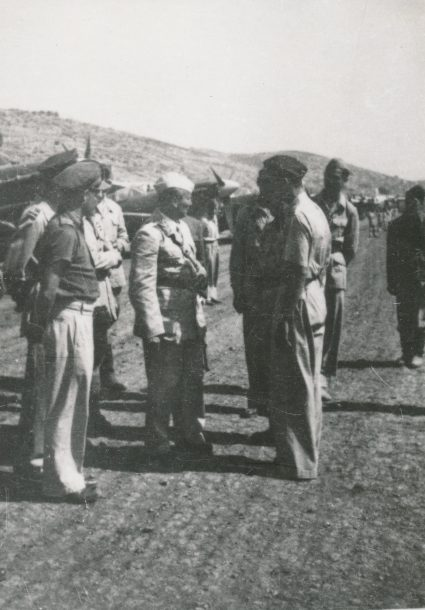 Marshall Tito visiting our airmen on Vis, July 1944. (Military Museum, Belgrade, Collection of photographs, 22957)