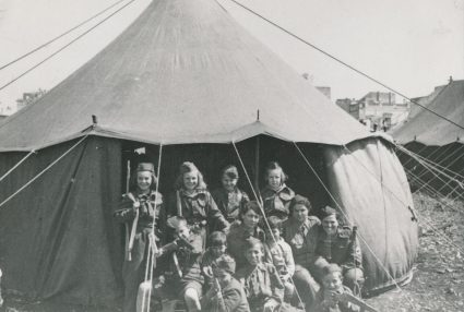 Children in El Shatt camp, 1945. (Military Museum, Belgrade, Collection of photographs, 23565)