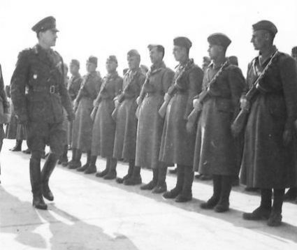 Field Marshal Alexander inspects the guard of honour at Avala. (IWM, London, photographic archive, NA22519)