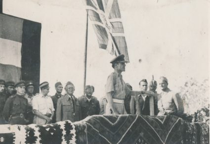 British colonel speaks at the 1st of May 1944 celebration on the Island of Vis (Military Museum, Belgrade, Collection of photographs, 8721)