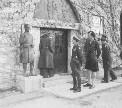 Фелдмаршал Александер приликом посете Калемегдану (Империјални ратни музеј, Лондон, фото-архива, NA22521)