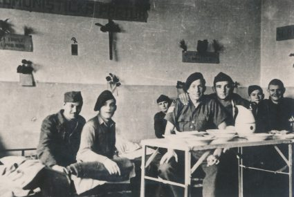 British doctors treated in the Partisan hospital, Komiža, February 1944. (Military Museum, Belgrade, Collection of photographs, 8844)