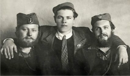 Staff Quartermaster Sergeant 'Tubby' Emly (centre) with two loyalist fighters (IWM Archive). Note that he is in entirely civilian clothing - often the case when members of the British Military Mission were conducting reconnaissance missions against Axis targets.