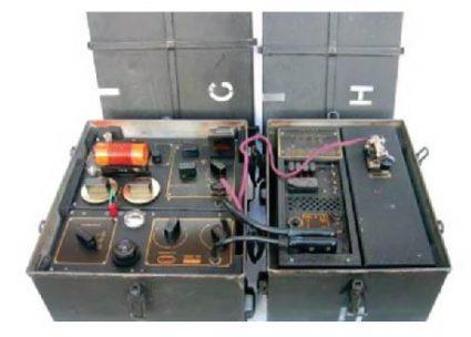 МК II (познат као Б2) – радио-уређај направио је капетан Џон Браун, припадник јединице за специјалне операције 1942, за покрете отпора и тајне агенте који су радили на окупираној територији. Могао је да се сакрије у кофер тако да агент може неопажено да путује, или у већој кутији, као што се види на слици доле