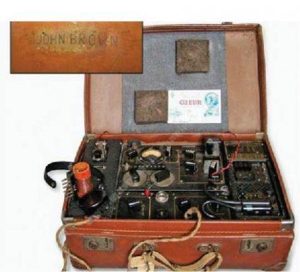 МК II (познат као Б2) – радио-уређај направио је капетан Џон Браун, припадник јединице за специјалне операције 1942, за покрете отпора и тајне агенте који су радили на окупираној територији. Могао је да се сакрије у кофер тако да агент може неопажено да путује